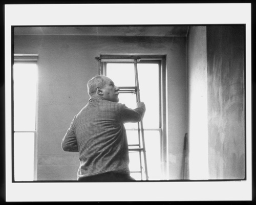 Caption: Barnett Newman working in his studio, 1960, Alexander Liberman. The Getty Research Institute, Los Angeles, (2000.R.19). © J. Paul Getty Trust.