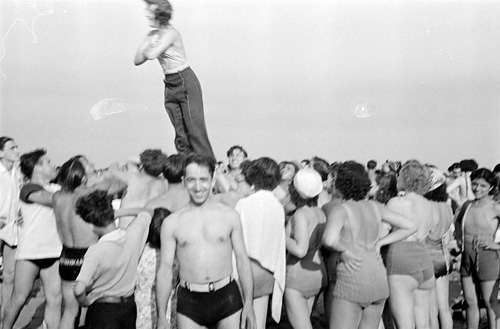 Reginald Marsh, [Woman performing stunt on Coney Island beach.], ca. 1938, Museum of the City of New York. © 2012 Estate of Reginald Marsh / Art Students League, New York / Artists Rights Society (ARS), New York