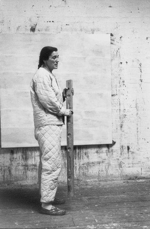 Alexander Liberman, Agnes Martin, 1973. The Getty Research Institute, Los Angeles, (2000.R.19). © J. Paul Getty Trust.