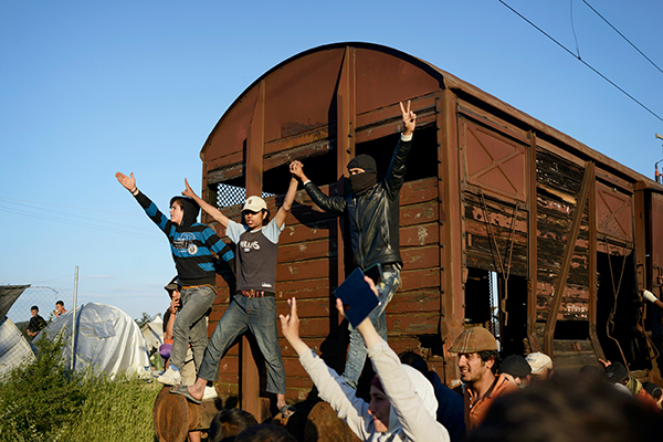 Samuel Aranda. Refugees with abandoned train. March, 2016. Image and original data provided by Panos Pictures.
