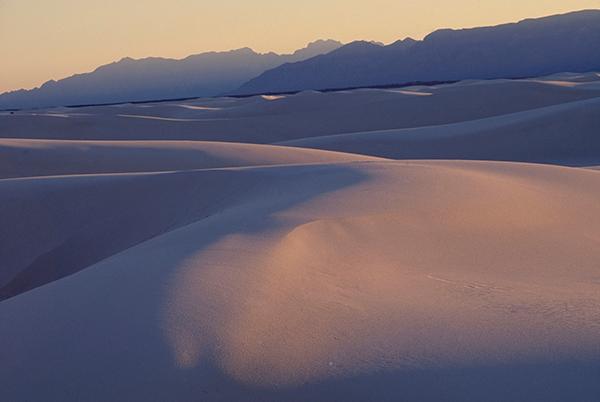 Thomas Hoepker. Gypsum dunes at White Sands National Monument. 1990. Art © Thomas Martin Hoepker / Magnum Photos. Image and original data provided by Magnum Photos.