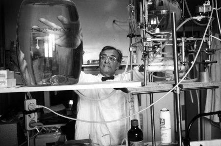 France, Paris, Institut Pasteur, Inside a laboratory.